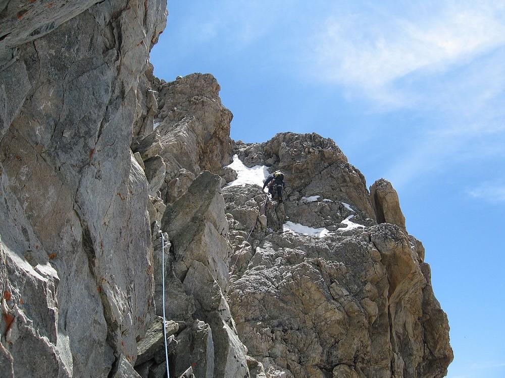 Râteau - traversée par les vires S : Sur la fin de la traversée, on grimpe un peu pour rejoindre le fil