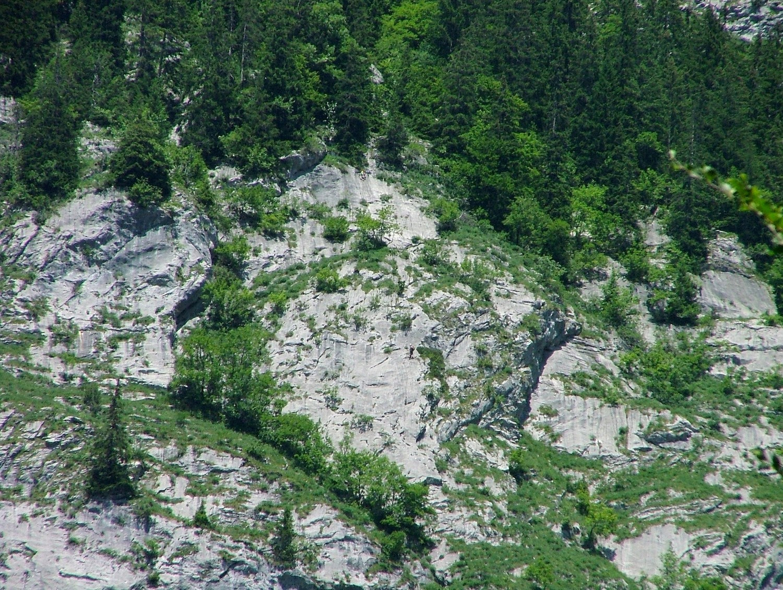 Ligne de Vie : Ludovic (L17)et Florent (R15), en R17 l'échappatoire est à gauche tandis que la suite est à droite (marche horizontale sortie de forêt)