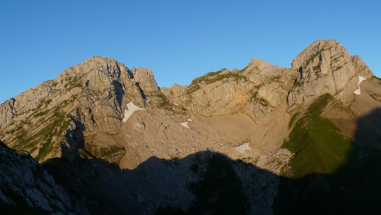 La combe Sauvage à gauche la pointe de Dzérat à droite la pointe du Midi