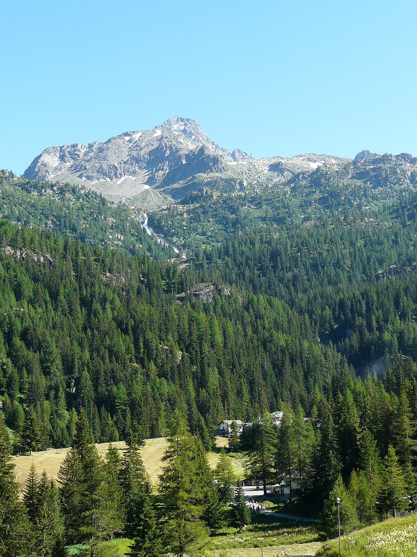 La Joux (Val d'Aoste) et le Grand Assaly en arrière plan