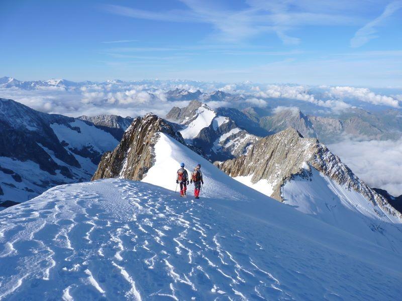 Suite et fin de l'itinéraire avec l'Aiguille de la Bérangère, à droite