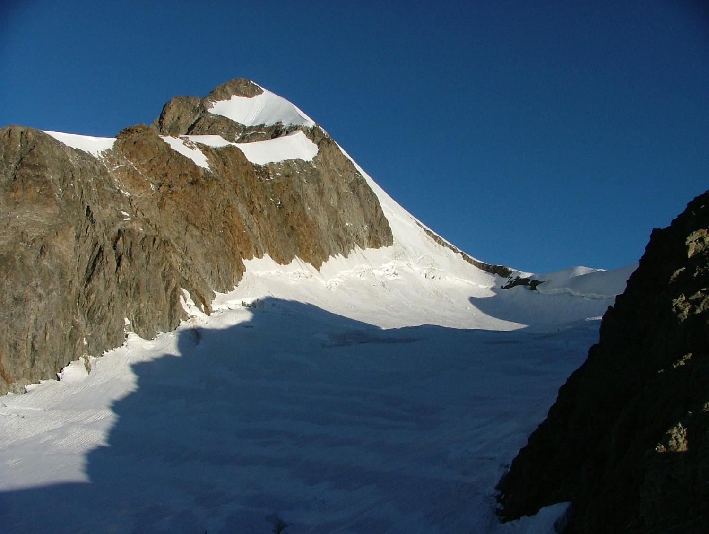 Tré la Tête, glacier du Petit Mont Blanc et aiguille Est, le glacier se remonte au mieux en rive gauche