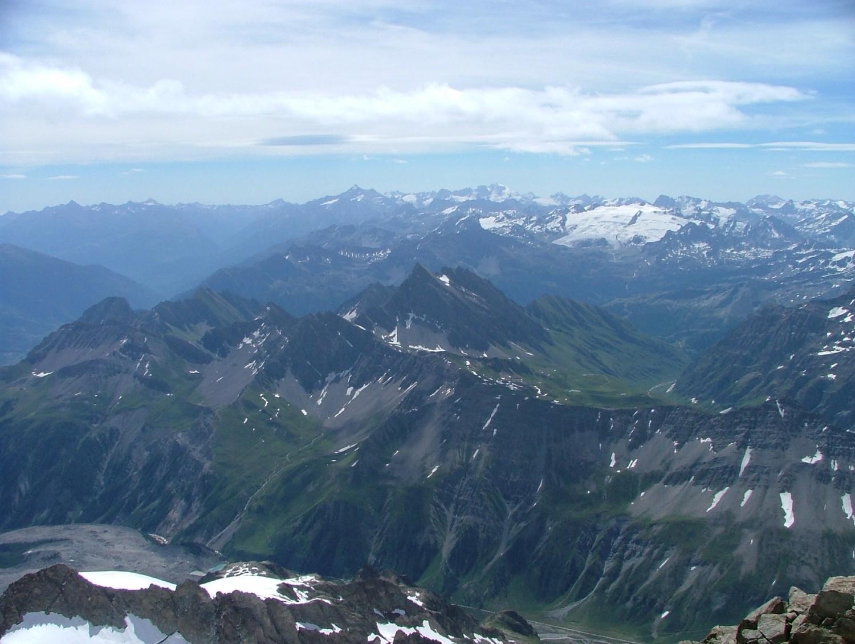 Tré la Tête ; depuis l'aiguille E, vue vers le SE, au centre le Berrio Blanc -magnifique belvédère- accessible à skis