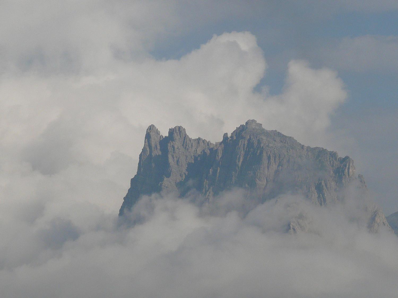 Le Séru sortant du brouillard matinal