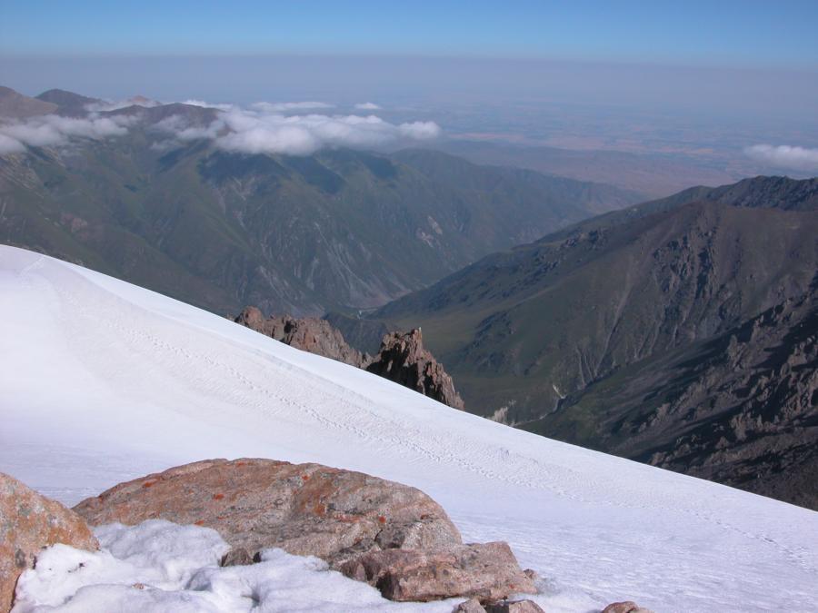 Du sommet, la plaine de Bishkek à portée de main