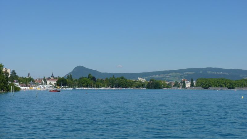 Le long du lac d'Annecy