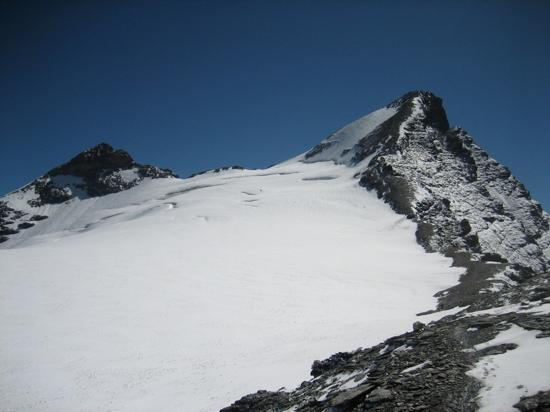 Glacier de la Sassière avec les aiguilles de la petite et de la grande Sassière