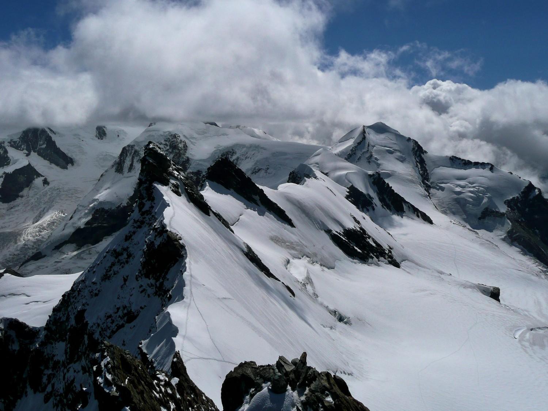 Du sommet du ressaut rocheux du Breithorn Central, vue vers l'est
