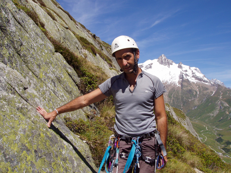Thierry au relais devant  l'aiguille des glaciers