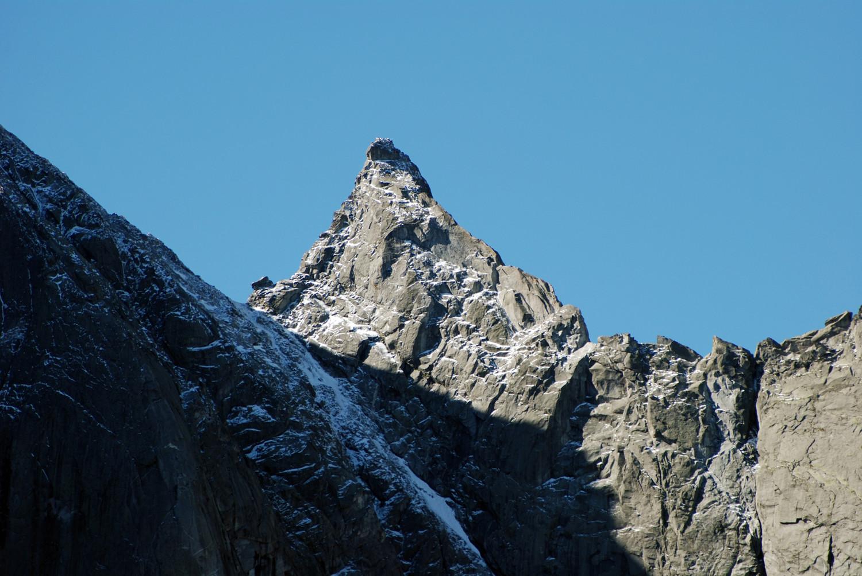 La Punta Trubinasca 2998 m vista dai I Mot 1973 m con il teleobittivo a 315 mm.
