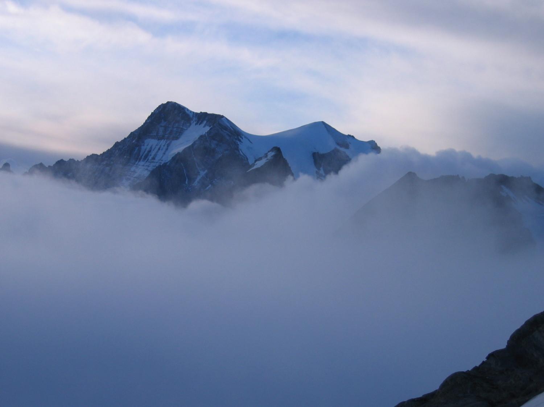 Grande Casse émergant de la mer de nuages