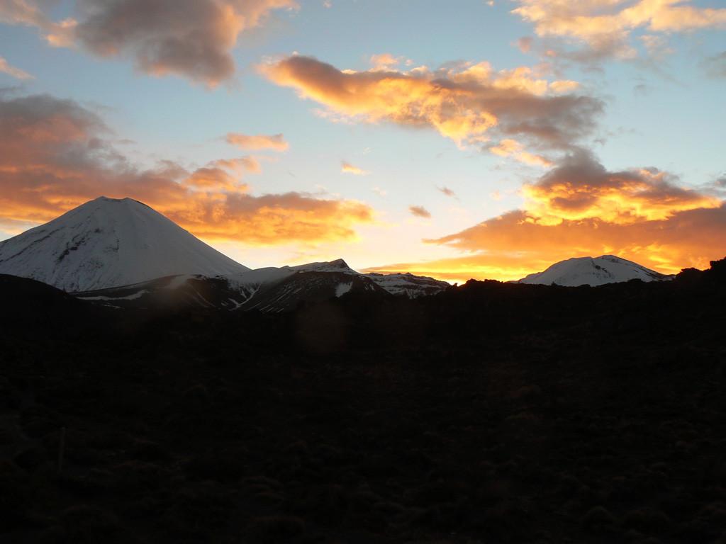 coucher de soleil sur le Ngauruhoe, depuis Oturere Hut
