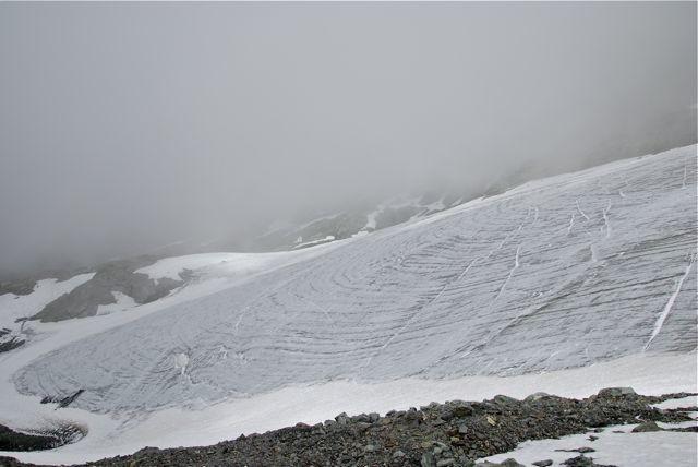 Le bas du glacier que l'on peut éviter par des rochers....