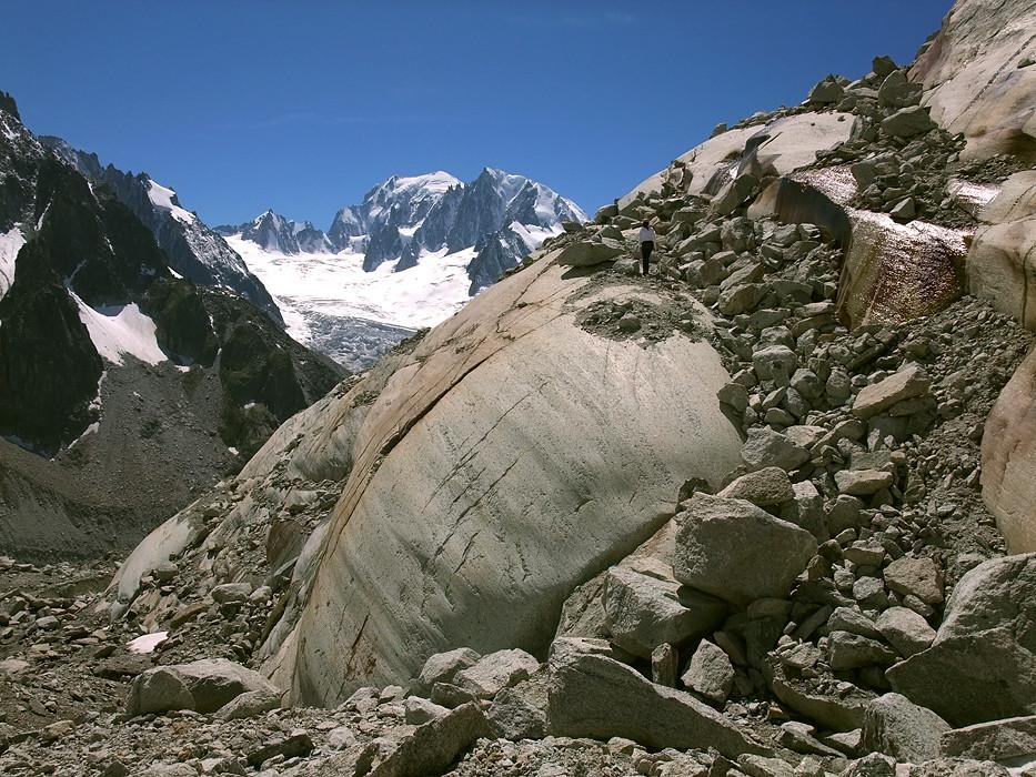 Dôme rocheux de sortie du glacier de Talèfre