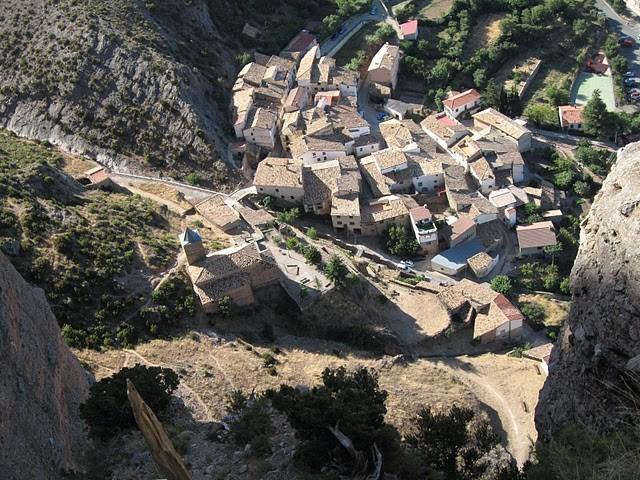 Village de Riglos vu depuis le canyon de descente