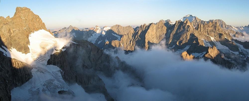 Meije - Voie normale et traversée : la vue depuis le bivouac du Glacier Carré... pas mal...