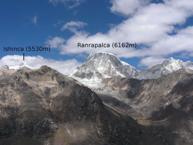 Le Ranrapalca et l'Ishinca, vus du N