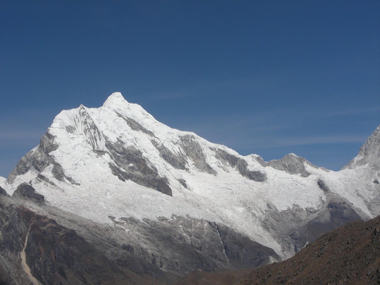 El Chopicalqui visto desde la subida al refugio Peru (CB del Pisco)