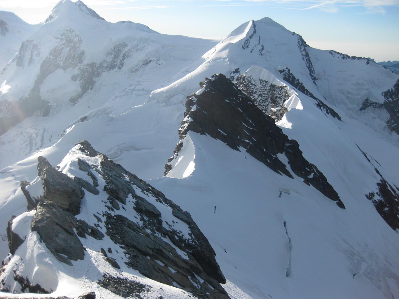 Vue sur le Breithornzwillinge et la Roccia Nera depuis le Breithorn Oriental