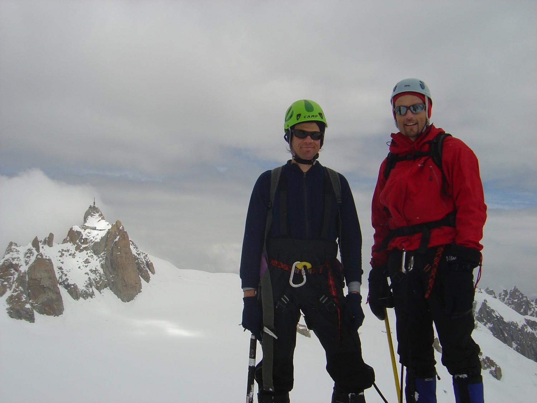 Au sommet avec l'Aiguille du Midi derrière