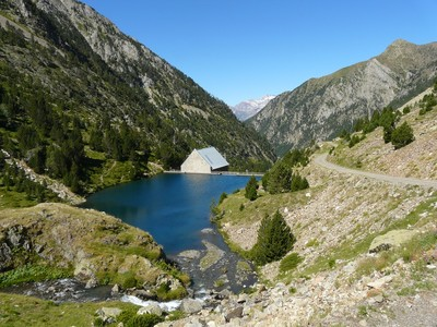 Petit barrage au-dessus de la centrale d'Urdiceto