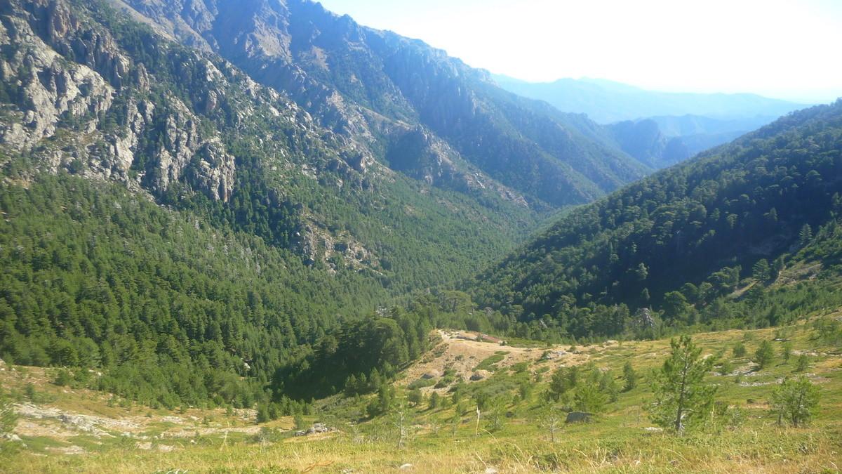 Montée au dessus des bergeries de Gialghello