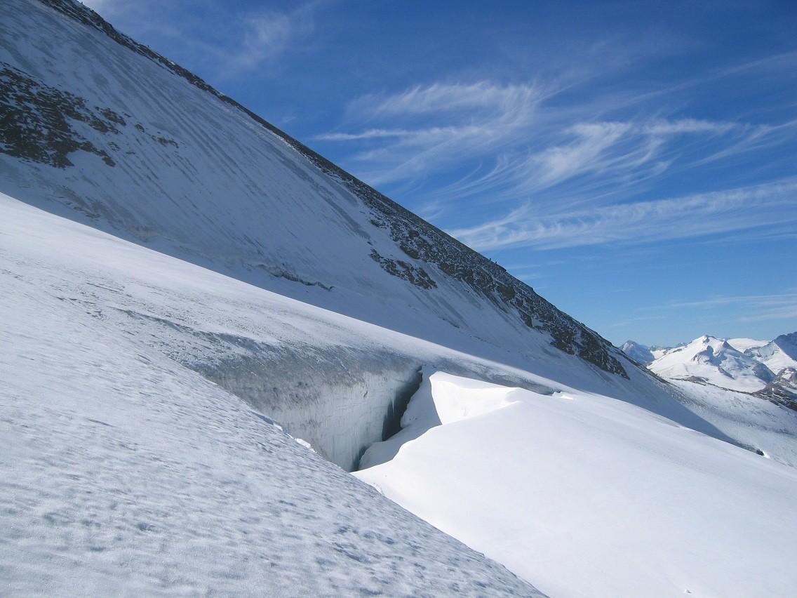 Gde Sassière : face N (en glace) et grosse crevasse