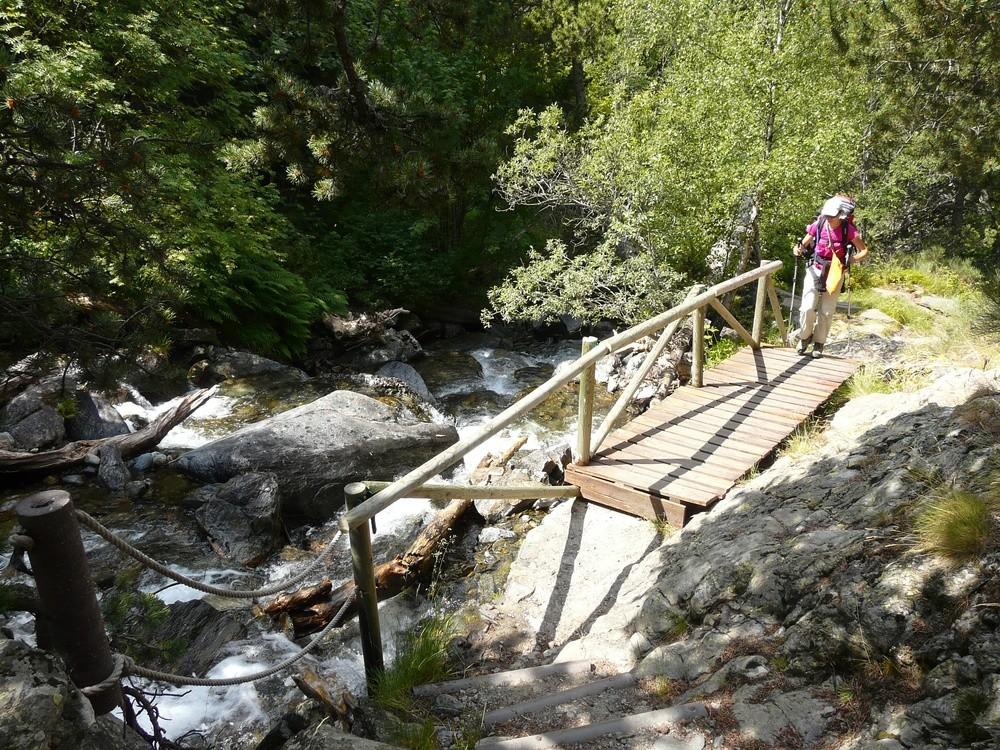 Passerelle le long du ruisseau de Sorteny