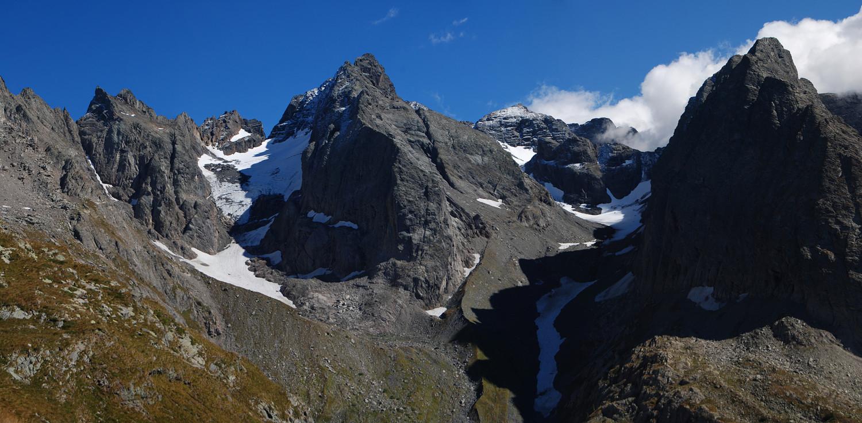 Il ghiacciaio di Porola catasto CGL n° 549 a sinistra e quello di Scais catasto CGL n° 550 a destra.