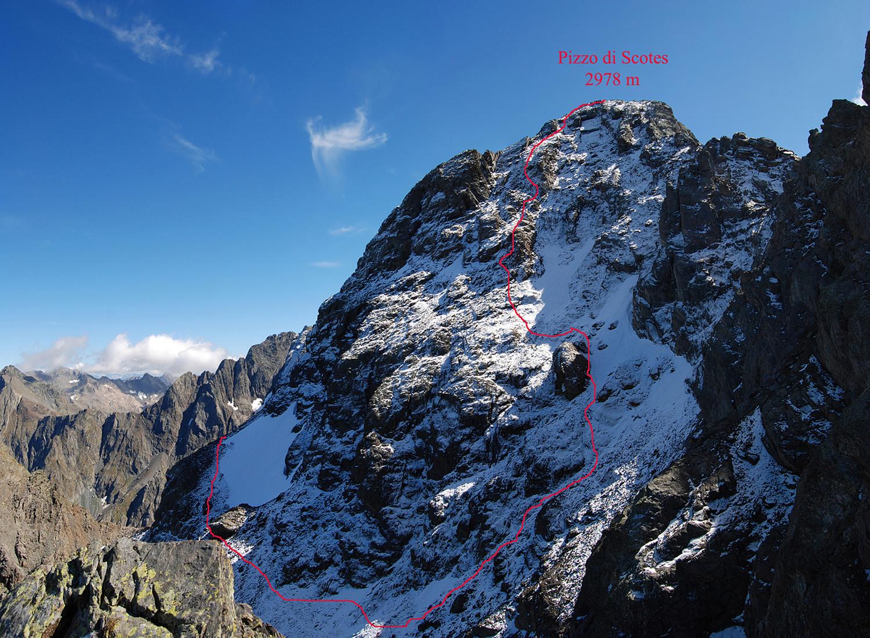 Gli ultimi 200 m di dislivello ripidi allo Scotes, visto dalla Bocchetta di Scotes 2800 m circa.