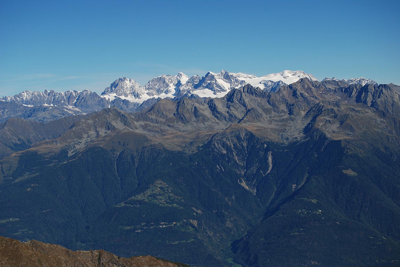 lL massiccio del Bernina visto dalla Motta della Pioda 2788 m.