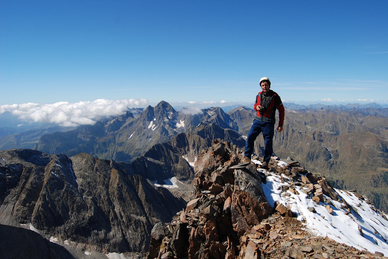 Gianluca in cima al Pizzo di Scotes 2978 m.