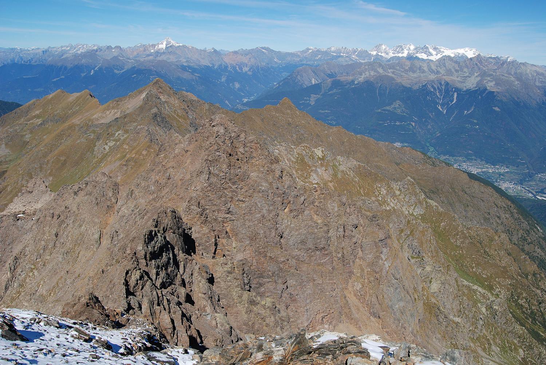 Dal Pizzo di Scotes 2978 m vista verso N sul Pizzo di Rodes 2829 m.