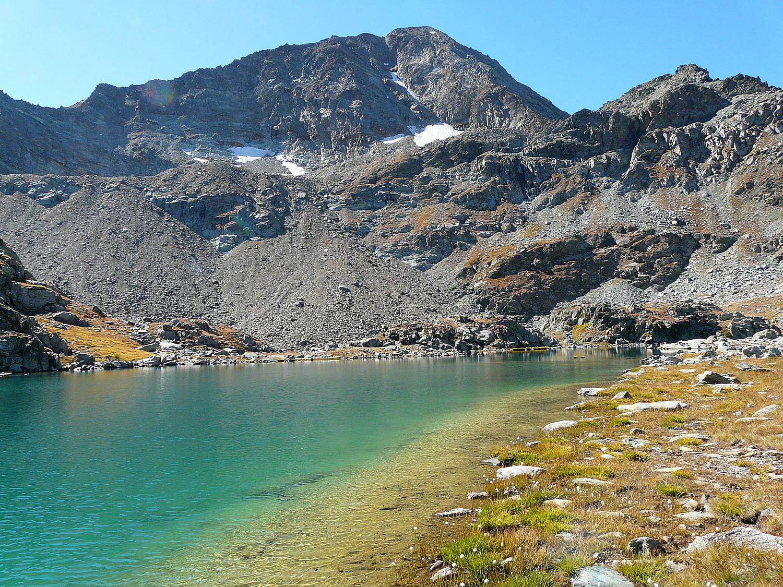 Lac Dauphin au pied du mont Glacier (Val d'Aoste)