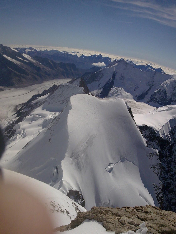 Vue du sommet sur le Gr Aletschgletscher et Gletscherhorn