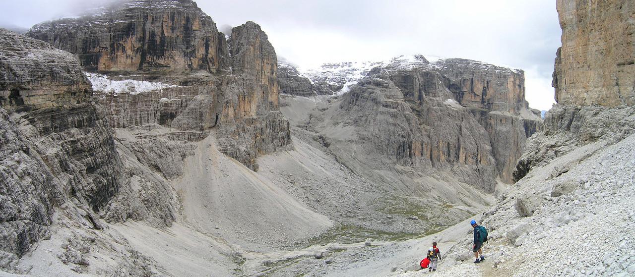 Descente du Val Lasties, valon del Fos au fond