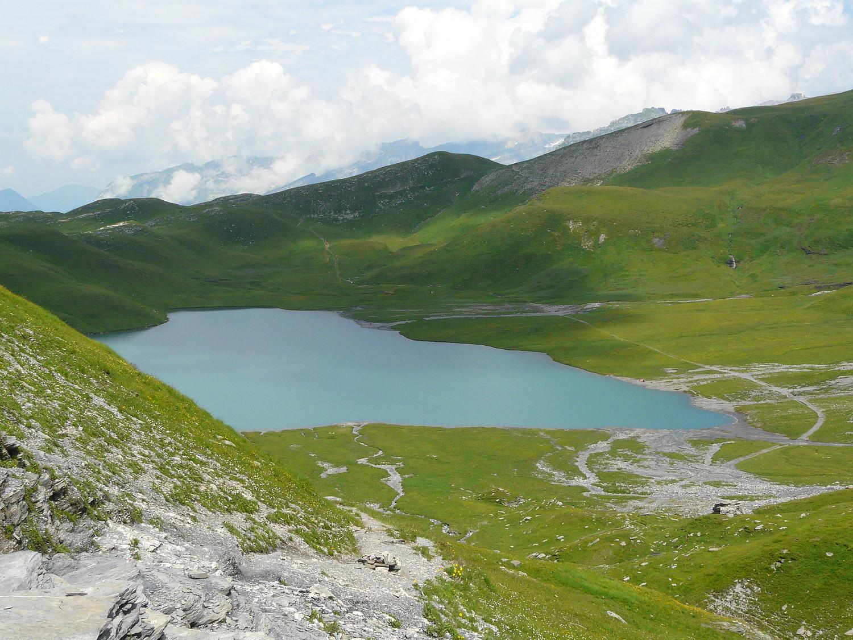 Le lac d'Anterne (les Fiz) et le petit col d'Anterne derrière