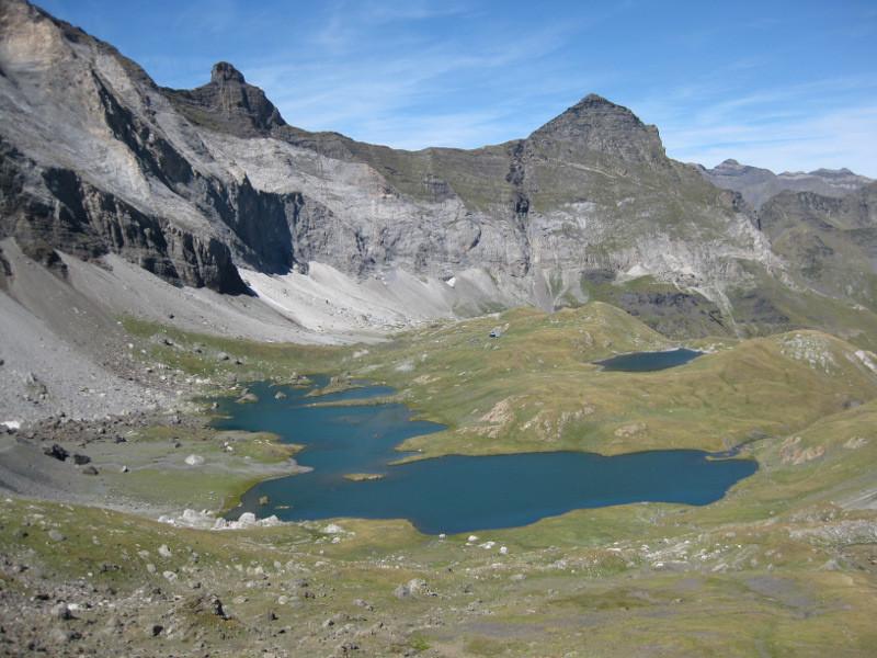 y'a des lacs en pente dans le coin