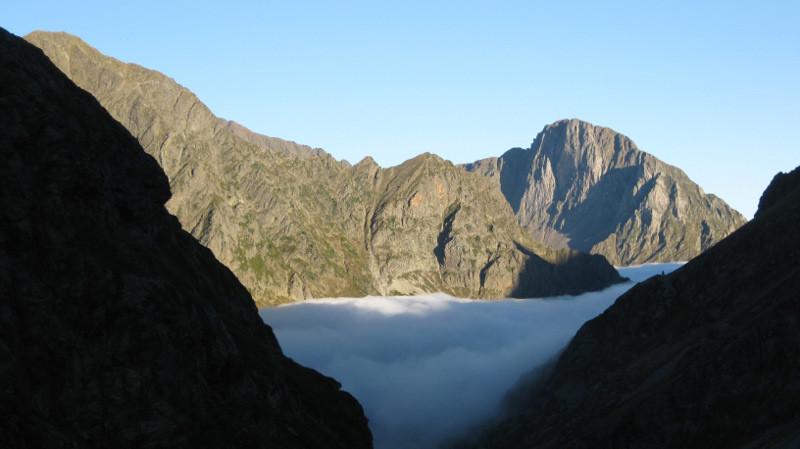mer de nuages sur les gorges de Clarabide