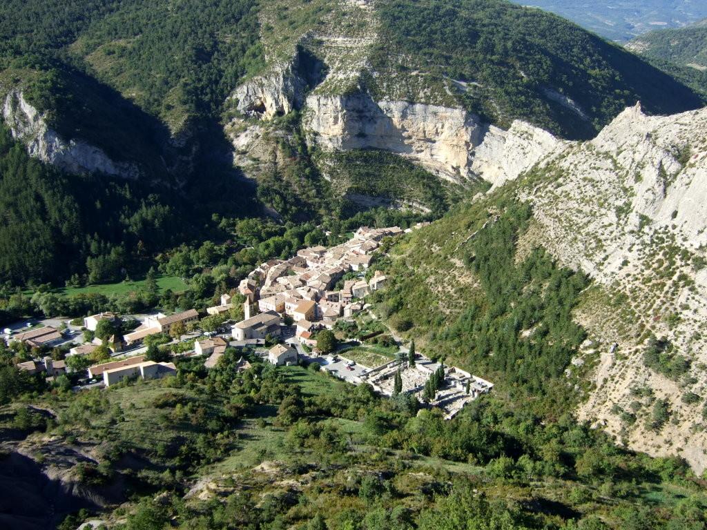 Le village d'Orpierre depuis le Quiquillon