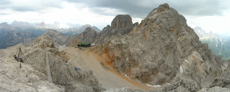 Refuge Lorenzi et via Marino Bianchi à droite