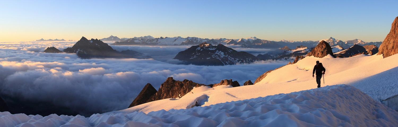 Levé de soleil sur le glacier de la Lée Blanche (Val d'Aoste)