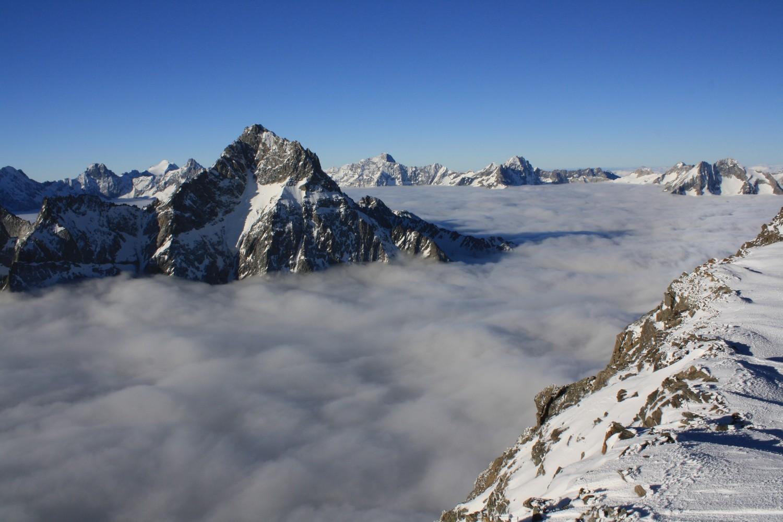Les Vallées de la Selle et du Vénéon sous les nuages