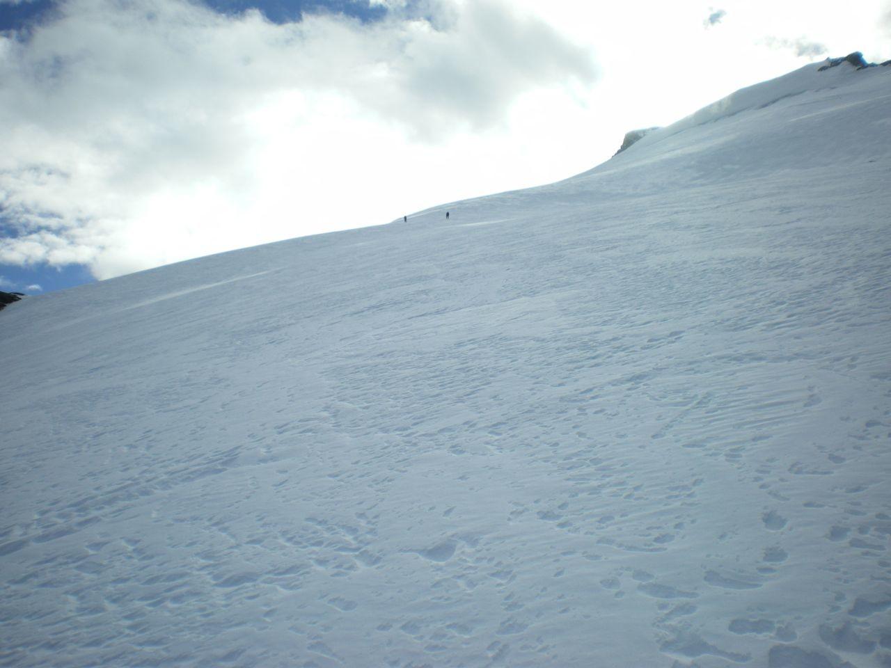 avant d'entamer la dernière section du glacier en pente plus raide et glace vive