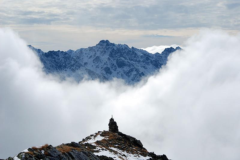 Magnifico scorcio dalla cresta SE del Piz Glims verso il Piz Arpiglias 3027 m, come si vuol dire cogli l'attimo fuggente.