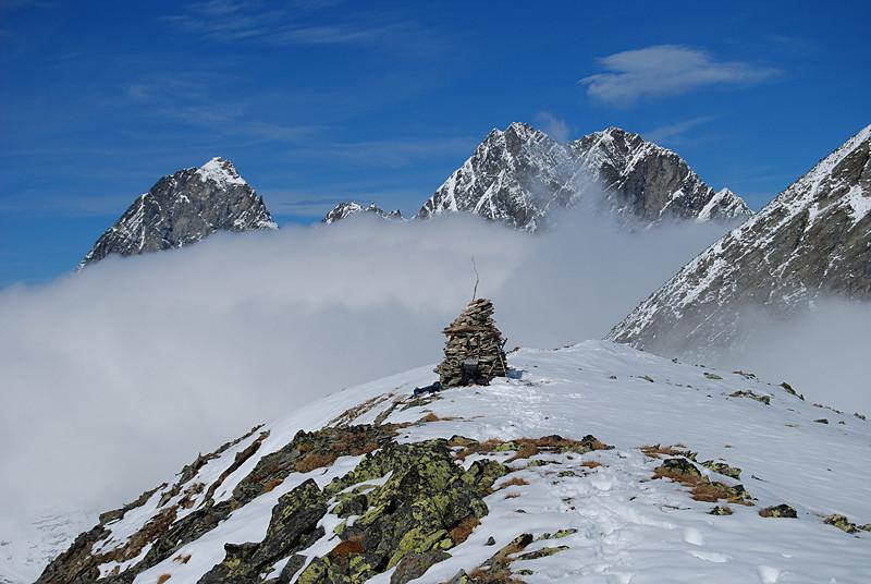 Le cime dei Plattenhörner 3220 m e 3101 m e 3200 m, dal Piz Glims 2868 m.