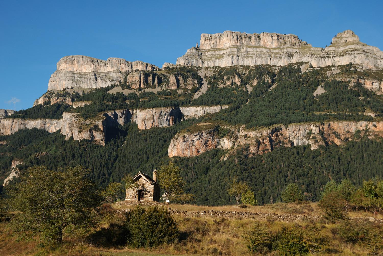 Los Sestrales (Añisclo) vus de la route de Buerba