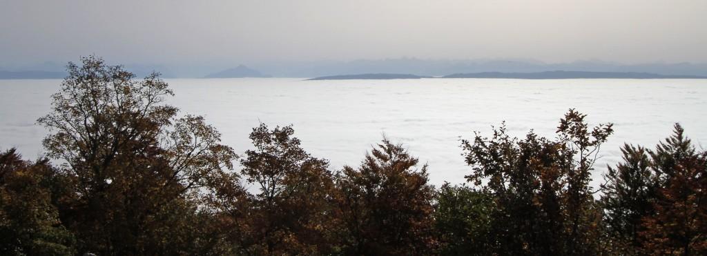 Le Salève, île dans la brume