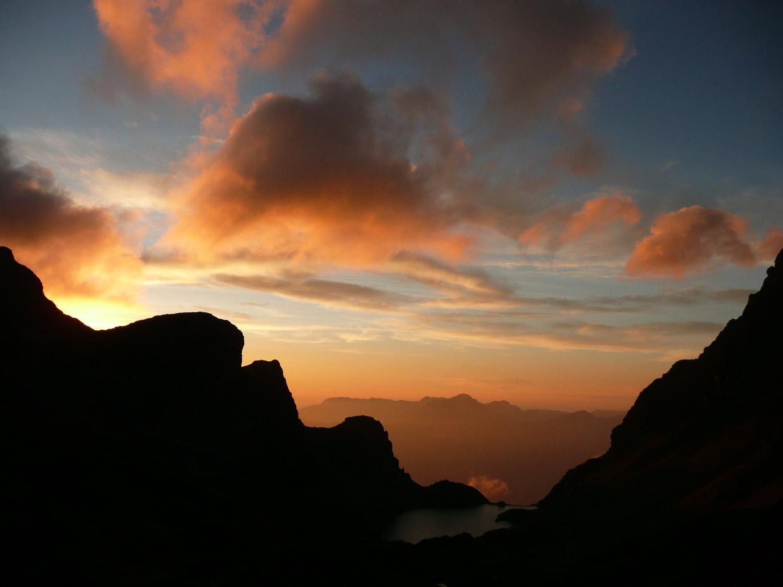 coucher du soleil sur le lac du Crozet depuis le col de la Pra