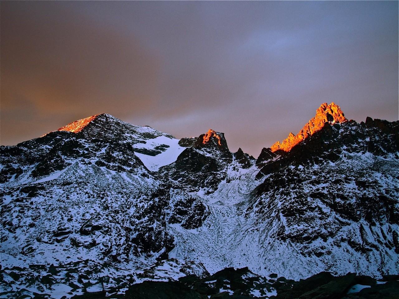 Lever de soleil sur la Pointe d'Ambin, le Grand Cordonneir et le glacier Sommellier